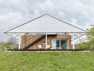 Dům v Podkrkonoší má skleník na střeše. Stavba šetří teplo i místo na zahradě