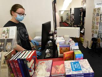 Lidé se do knihkupectví vrátili, po krizi si ale nepořizují víc knih najednou