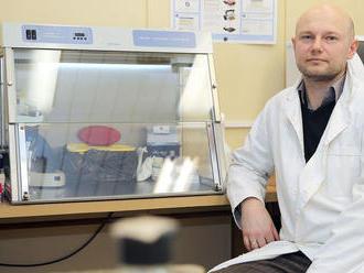 Virológ Klempa: Hranice nezatvárajme, ľudí systematicky testujme