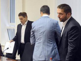 Majský bol v Česku na operácii, súd opäť odložili