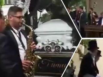Honosný rómsky pohreb v Prešove: VIDEO Ceremónia, akú mesto ešte nezažilo!