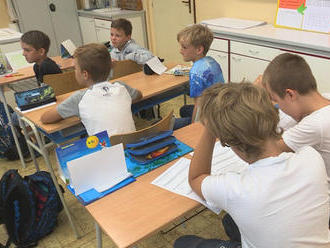 Žiakom sa začali letné prázdniny, v auguste budú môcť navštevovať letné školy
