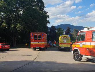 Nešťastný koniec školského roku. Iba 16-ročný chlapec spadol v Nitre zo skaly a ťažko sa zranil