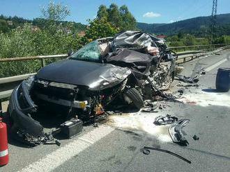Vážna nehoda na Kysuciach: Zrazili sa tri autá s kamiónom