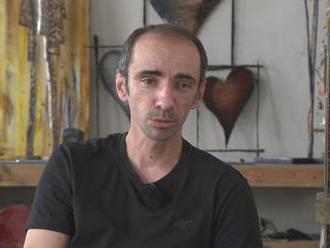 Žil v centre Martina v dome za stovky tisíc eur. Dnes je z neho bezdomovec
