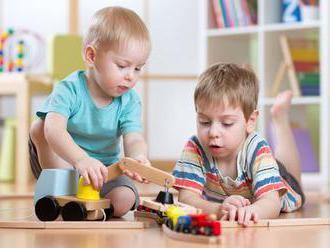Ako upratať spolu hračky a zahrať sa pri tom