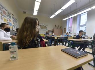 Covid-19 se možná ve školách šíří snáz, než se myslelo