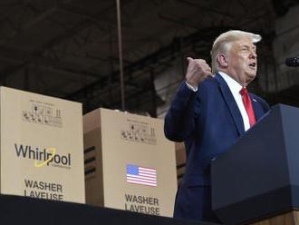 Trump nemá rád úsporné žárovky, v jejich světle je oranžový