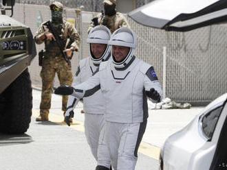 Astronauti NASA sa vracajú na Zem z vesmírnej stanice