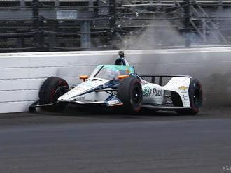Alonso havaroval v tréningu na 500 míľ Indianapolis