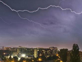 SHMÚ vydal na piatok výstrahu prvého stupňa pred búrkami na väčšine územia Slovenska