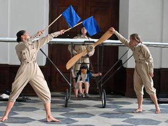 Tanec o nadšení z prvních letů. Ve Žďáru nad Sázavou začal festival KoresponDance