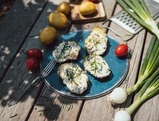 Letní recepty vařte s dětmi: grilované bramborové lodičky