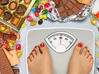 Obezita zvyšuje riziká vážneho ochorenia a úmrtia na COVID-19, upozorňujú experti