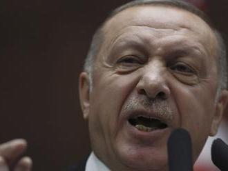 Erdogan hrozí odvetou, ak niekto zaútočí na turecké prieskumné lode