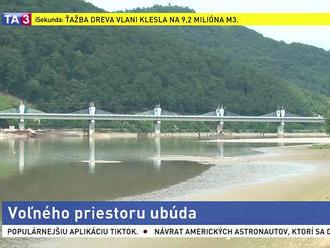 Ľudia sa obávajú straty prístupu k vode, priehrada je zastavaná