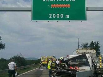 PRÁVE TERAZ Tragická nehoda na D2: Desivé okolnosti! Pracovník nemal šancu, vrazil do neho kamión