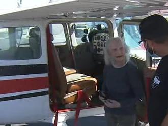 Má 99 rokov a pilotuje lietadlo: Milujem ten pocit, keď učím ľudí vzlietnuť zo zeme