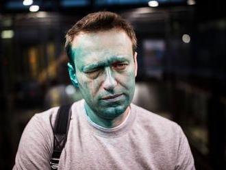 Navalného po otravě propustili z nemocnice. Na sociálních sítích se pustil do Putina
