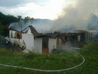 Hasiči zasahovali pri požiari rodinného domu v obci Víťaz