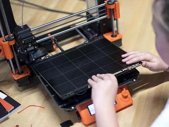 Josef Průša nabízí své 3D tiskárny českým školám, získat je mohou i zdarma