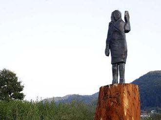 V Slovinsku odhalili novú sochu Melanie Trumpovej, tentoraz je z bronzu