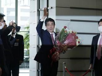Japonská vláda vedená Šinzóom Abem podala demisiu