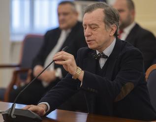 Ústavný právnik Ján Drgonec: Povinné očkovanie a opatrenia proti koronavírusu sú protiústavné