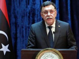 Premiér Sarrádž chce v októbri odovzdať moc novej vláde