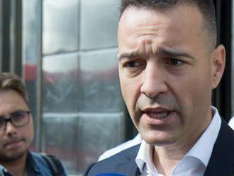 Drucker: Minister Krajčí je nám na nič a mal by hodiť uterák do ringu