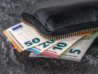 Zvýšenie minimálnej mzdy a trináste penzie parlament posunul do druhého čítania