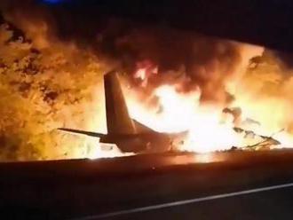 Najmenej 22 mŕtvych pri havárii ukrajinského vojenského lietadla