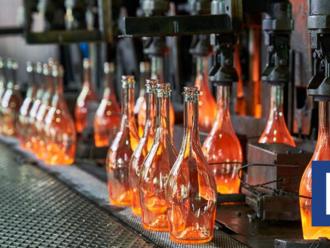 Najväčší domáci výrobca fliaš sa prebudil k rastu. Rozšíri spracovanie odpadového skla