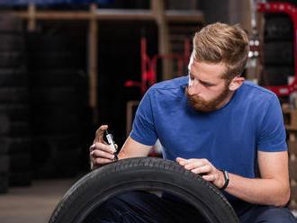 Lacné pneumatiky na e-shopoch. Na čo si dávať pozor?