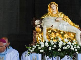 Katolíci slávia sviatok Sedembolestnej Panny Márie