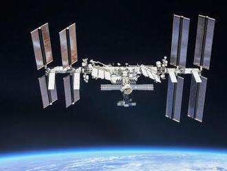Roskosmos: Z ISS uniká viac vzduchu, posádka nie je ohrozená