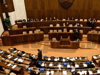 Poslanci pokračujú v rokovaní: V úvode rokovacieho dňa sa venovali pandemickej OČR