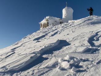 Horská služba zachránila dvojici, která šla na Sněžku v teniskách