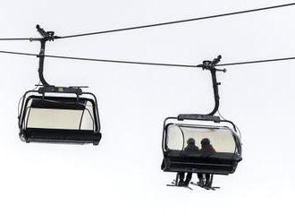 Vláda nesouhlasila s Havlíčkovým návrhem na otevření skiareálů
