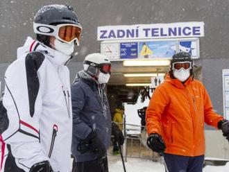 Hamáček je v nynější situaci proti otevření lyžařských areálů