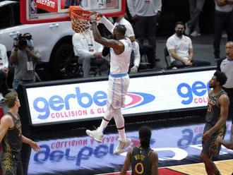 Chicago znovu podlehlo Lakers, Satoranský dal pět bodů