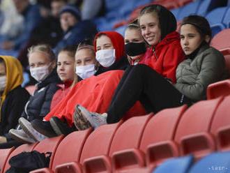 Británia apeluje na hráčov PL, aby sa pri oslavách gólov neobjímali