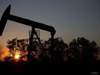 Ceny ropy sa vo štvrtok ráno mierne znížili