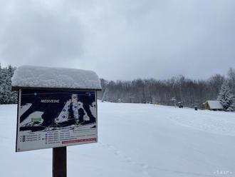 V obci Medvedie s takmer 50 obyvateľmi majú tri lyžiarske vleky