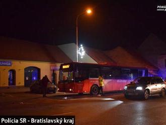 Polícia hľadá svedkov smrteľnej nehody v Modre