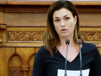Visszafizeti a csokot Varga Judit, ha határidőre nem költöznek be az új házba