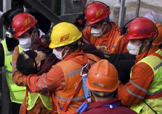 Čína: Záchranárom podarilo  vyslobodiť jedenásť baníkov. Uviazli v bani na zlato