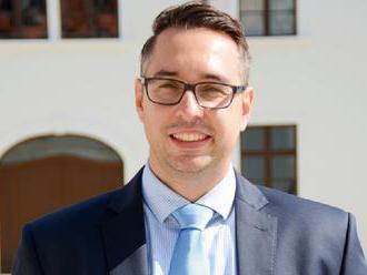Poslanec Peter Cmorej tvrdí, že Matovič sa im vyhrážal pádom vlády, ak neprejde, čo avizoval na svoj
