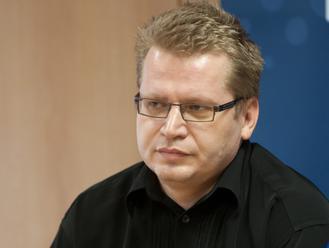 """""""Nemá patent na spravodlivosť."""" Juraj Čurný pripomína účasť Lipšica vo volebnej centrále"""