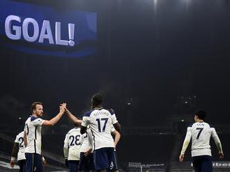 Britská vláda apeluje na hráčov Premier League, aby sa pri oslavách gólov neobjímali